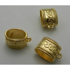 Colgante Con Anilla Hindu Pase 10x6MM Oro Brillante